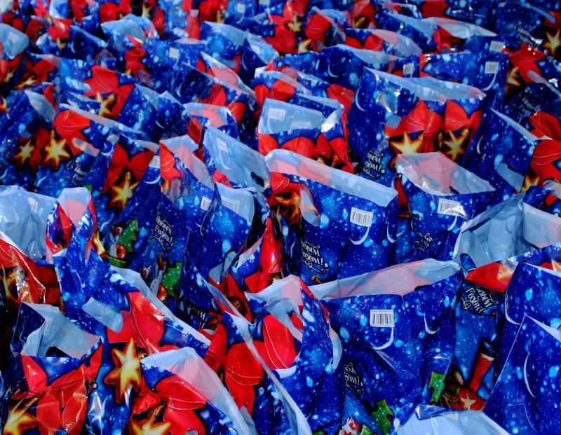 № 21 мектеп интернатынын 335 тарбиялануучусу жаңы жылдык белектерди алышты
