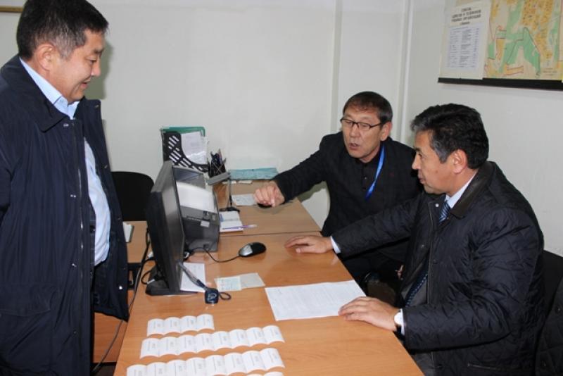 Тайырбек Сарпашев: Услуги по выдаче паспортов и государственных номерных знаков будут усовершенствованы