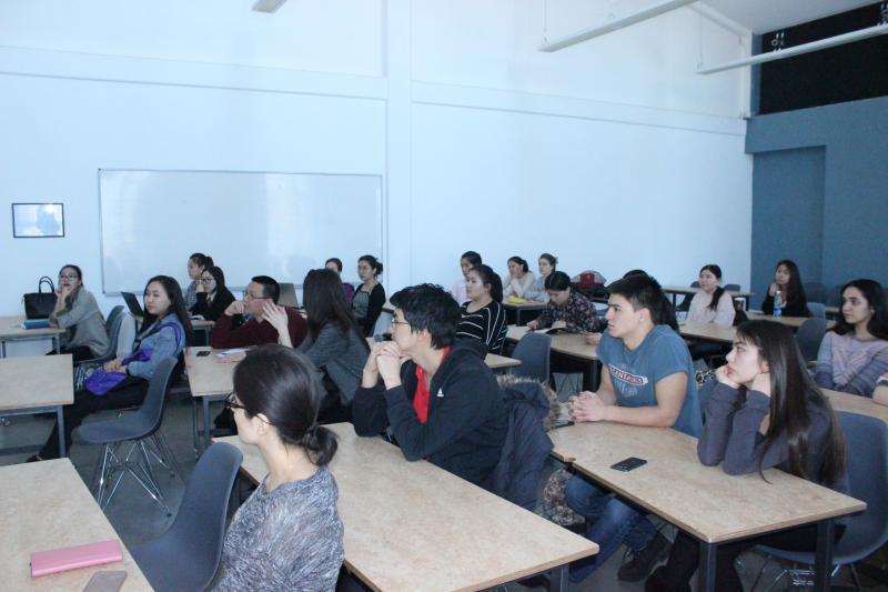 Дастан Догоев ознакомил студентов с инновационными проектами Службы